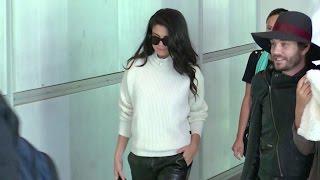 Baixar EXCLUSIVE: Very stylish Selena Gomez at the airport leaving Paris