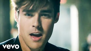 "Jorge Blanco - Light Your Heart (Official Video)(Order TINI: Martina Stoessel featuring ""Light Your Heart""! Apple Music: http://smarturl.it/tmssa1 Amazon: http://smarturl.it/tmssama1 Google Play: ..., 2016-04-22T07:00:00.000Z)"