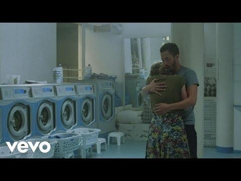 Maaike Ouboter - Lijmen (Official Video)