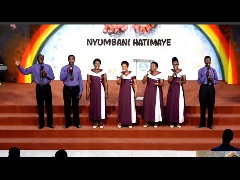 Download Mtende Family Singers, Wakiimba Wimbo Mkuu wa Mkutano Nyumbani Hatimaye