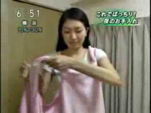 Женский махровый халат с капюшоном незаменим для тех, кто ценит комфорт и привык к уюту в доме. Каковы особенности и преимущества материала.