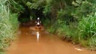 Passeio de moto na Trilha alagada, Bauru SP