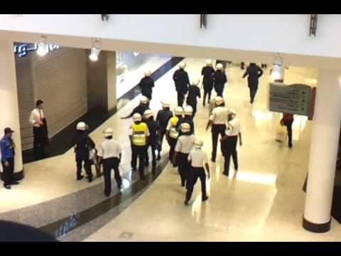 City center Bahrain girl fell and police helped