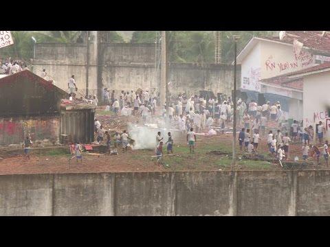 Reos amotinados no bajan la guardia en cárcel de Brasil