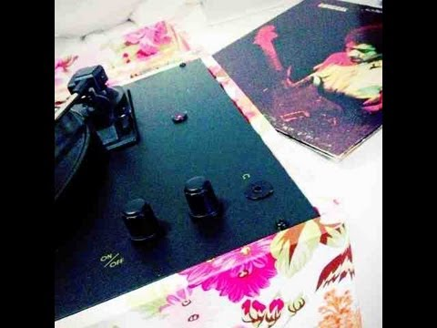 URBAN OUTFITTERS EXCLUSIVE CROSLEY TURNTABLE U0027SHABBY CHICu0027