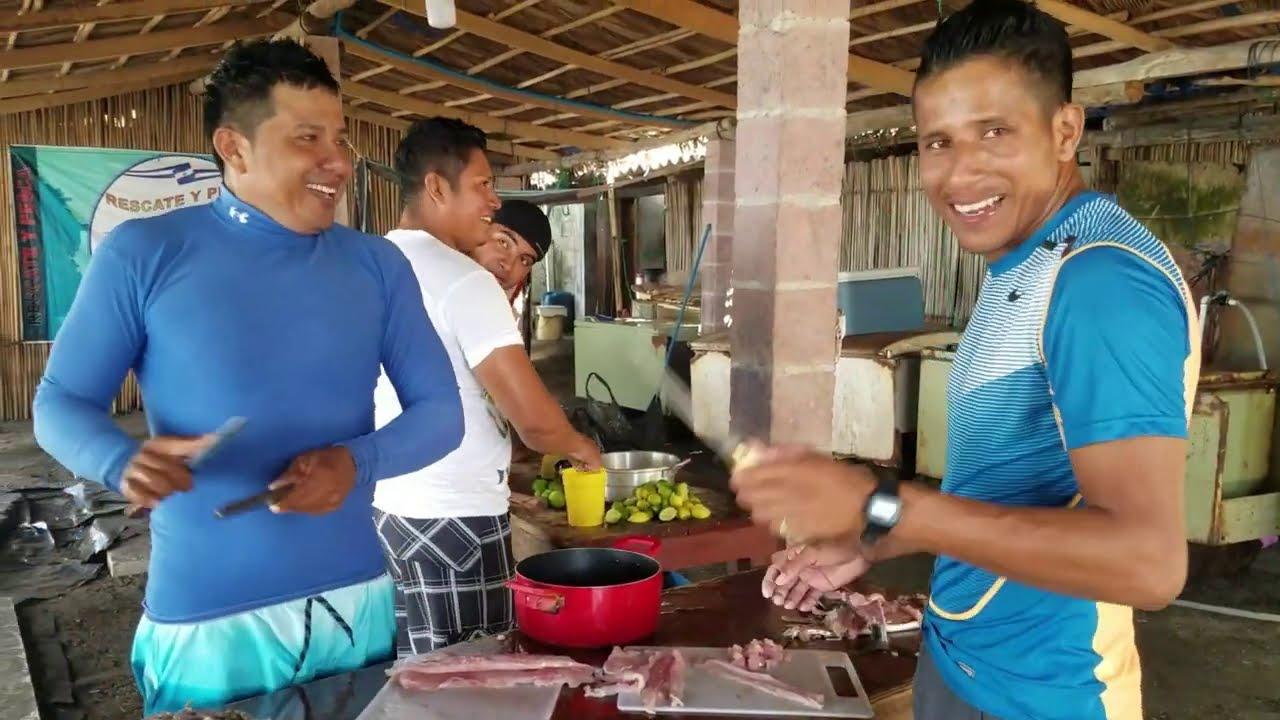 Preparando el Ceviche Mixto otro Manjar GARITECO