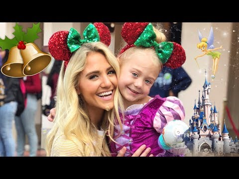 BEST FAMILY DAY EVER AT DISNEYLAND! (CHRISTMAS EDITION)