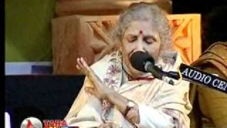 SANDHYA  MUKHERJEE  sings  GAANE  MOR  KON  INDRADHANU at her 76 at sciencecity on 25th dec,2008.mp4