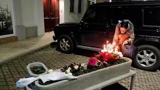 Novosađani pale sveće ispred Balaševićeve kuće