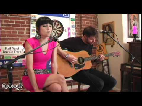 "ELECTRIC VALENTINE ""A Night With You"" - acoustic @ the MoBoogie Loft"