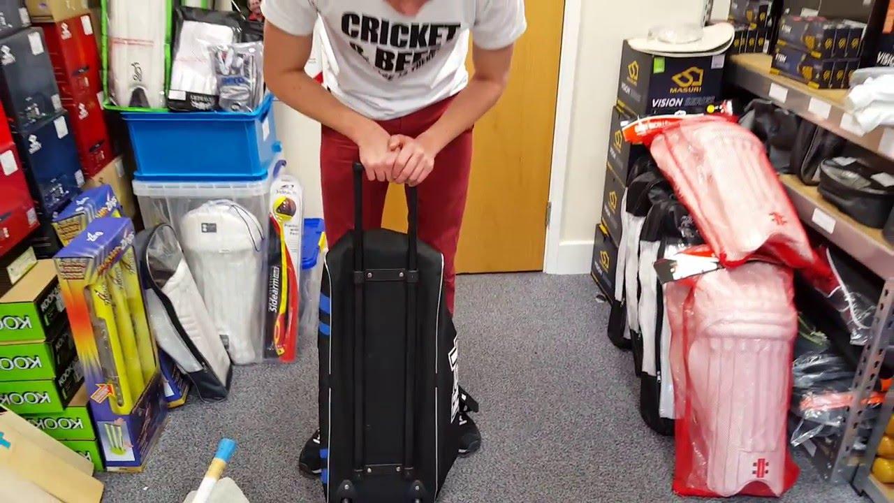 a07181e4357 TON Classic Wheelie Junior Cricket Bag Review - YouTube