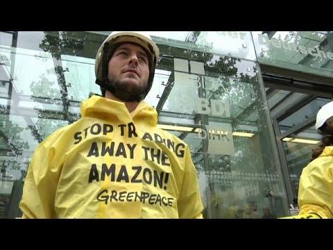 شاهد: نشطاء يتظاهرون في برلين احتجاجا على زيارة وزير البيئة البرازيلي…  - 06:53-2019 / 10 / 1