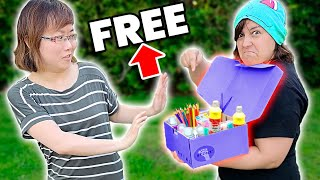 I Tried GIVING STRANGERS FREE ART CRAFT SUPPLIES Claw Machine Challenge Review