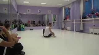 Танцевальная студия CLASSIQUE. Урок по CONTEMPORARY DANCE