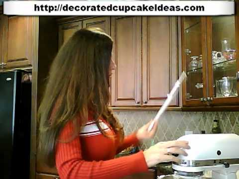 Cake Decorators Icing Recipe and How to Make It The Right Way