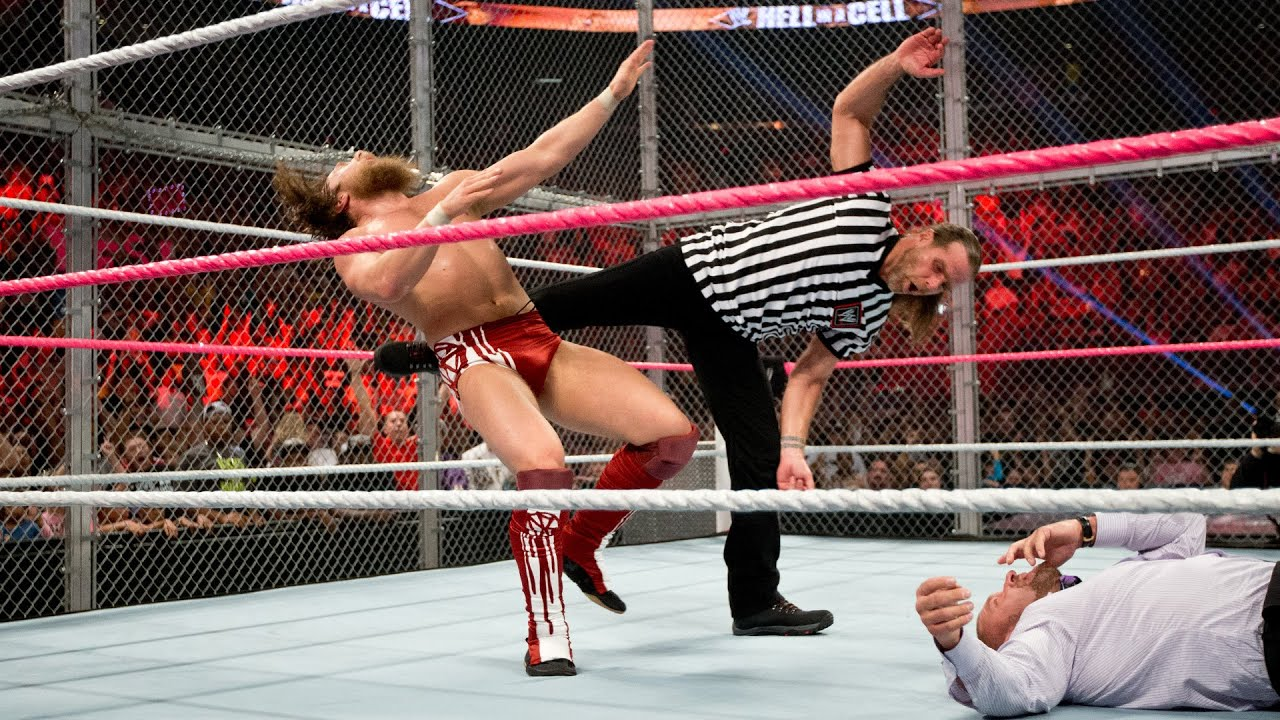 Shawn Michaels costs Daniel Bryan the WWE Title: WWE Hell in a Cell 2013