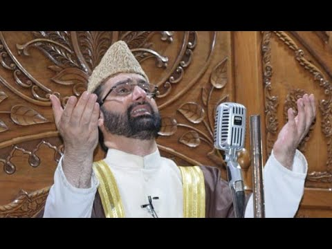 On the occasion of Shab e Qadr Mirwaiz Umar Farooq delivering sermon at Jama Masjid