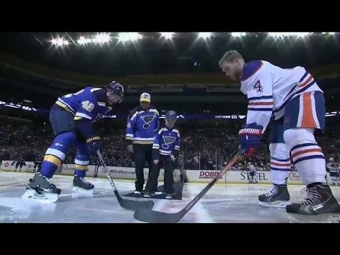 Yadier Molina drops ceremonial puck in STL