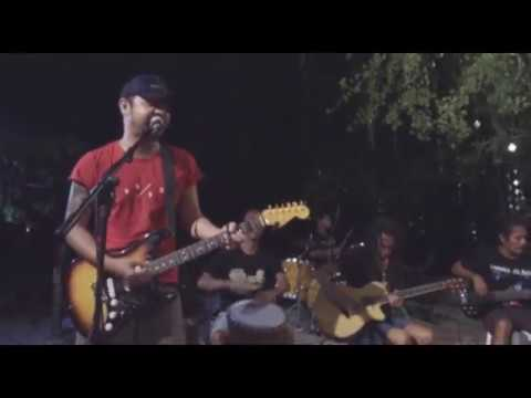 Bastian Cozy Ft Back To Reggae - Hitam Putih (Live The Exile Gilitrawangan)