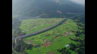 中国雲南省騰衝(とうしょう)市と徳宏ダイ族チンポー族自治州隴川(ろうせん)県を結ぶ高速道路が15日、開通した。省西部の国境地域で経済的に重要な意味を持つ幹線 ...