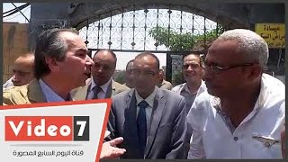 """محافظ الجيزة لنائب رئيس حى جنوب:""""الشوارع كلها زبالة مش عاوز أشوف تراب"""""""