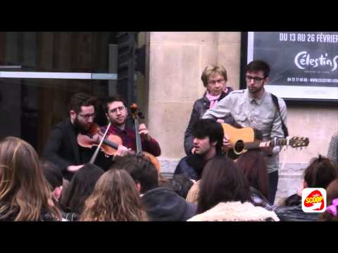 Louis Delort en concert sauvage dans Lyon - Radio Scoop