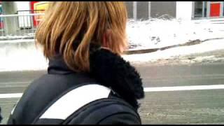 Größter depp haut kopf in Schnee