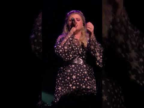 Kelly Clarkson- Miss Independent - Merry Mix Show 2017 @ACL AUSTIN, TX 12/13/17