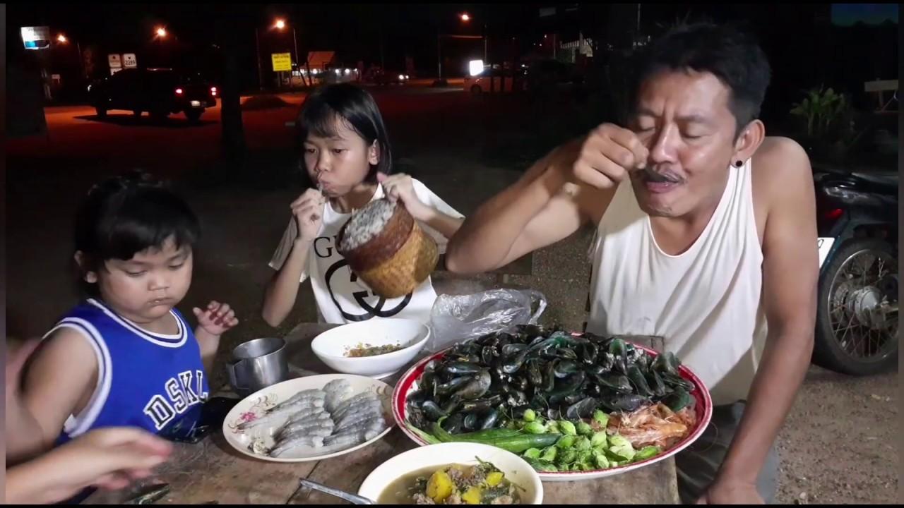 กินข้าวนอกบ้านยามแลงๆ นึ่งหอยแมลงภู่/หัวกุ้ง กุ้งสด  แกงเนื้อใส่บักอึแซ่บๆ