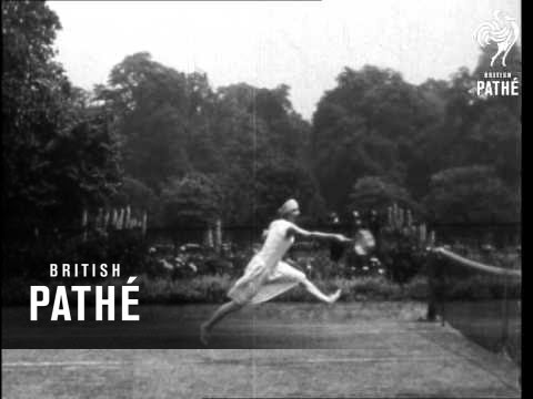In depth video from 1925 showcasing Suzanne Lenglen's game (Forehand, Backhand, Grip,etc.)