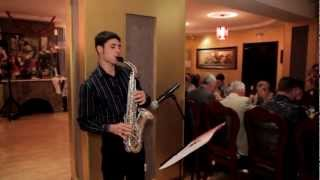 видео Саксофонист на Новый Год
