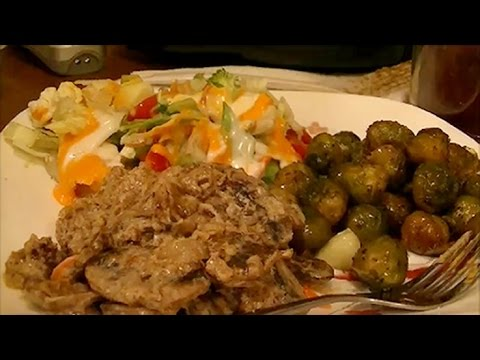 recipe-for-4-ingredient-healthy,-low-carb-beef-stroganoff-with-mushrooms-&-sour-cream