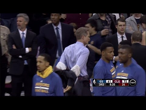 Warriors coach Steve Kerr takes jacket off during game, mad at referee Bennett Salvatore