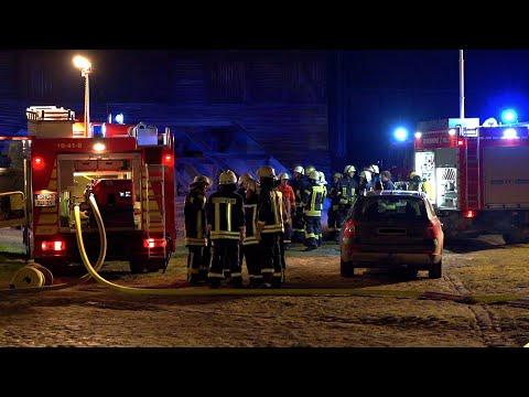 20.03.20 - Dachstuhlbrand im Fachwerk-Anbau auf Gut Wormsthal (Auetal)