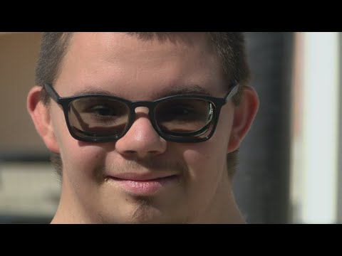 Scotty Davis - Teen With Down Syndrome Dream Of Homecoming King Comes True