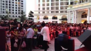 Vanh Leg - (Live) Hanoi gift fair 8-6-2014