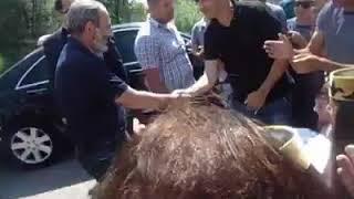 Asekose.am-Վարչապետի կիրակին. Ինչպե՞ս է Նիկոլ Փաշինյանը կանգնեցնում  մեքենան և շփվում մարդկանց հետ
