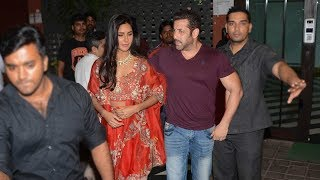 Video Salman Khan With GIRLFRIEND Katrina Kaif At His Diwali Party 2017 download MP3, 3GP, MP4, WEBM, AVI, FLV Juli 2018