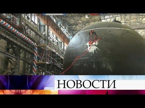 Смотреть В Санкт-Петербурге спустили на воду субмарину «Кронштадт». онлайн