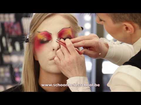 Een topdocent demosteert een extreme make-up!