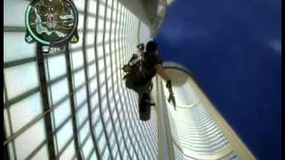 Just Cause 2 Episode 03: Sky dive off building!