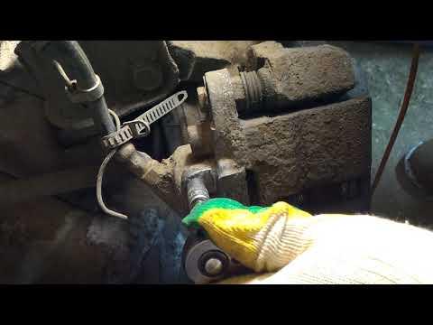 Как открутить штуцер прокачки тормозов если он слизан