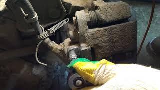 """Как открутить """"закисший"""" штуцер прокачки тормозного цилиндра ВАЗ 2108-2112 с """"облизаными"""" гранями."""