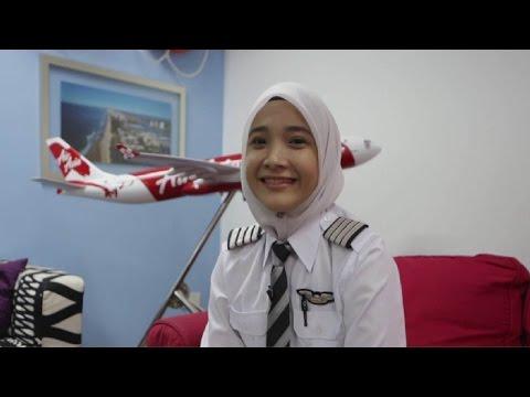 [AWAS GAGAL FOKUS !] 7 PILOT WANITA PALING CANTIK DI DUNIA, SATU DARI INDONESIA