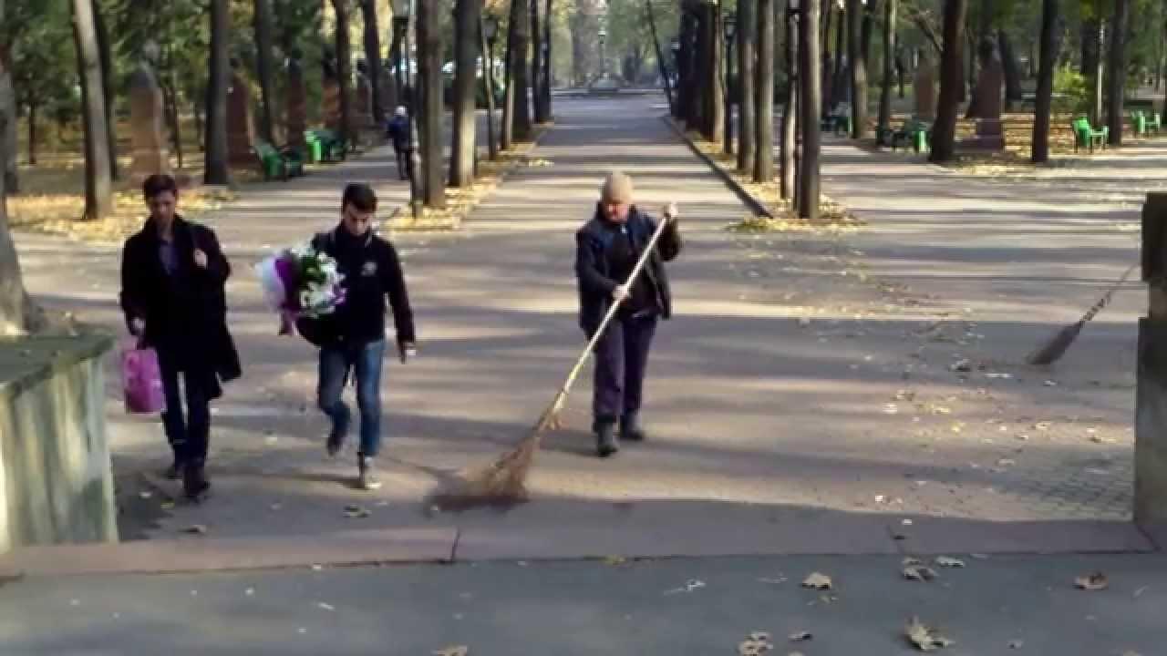 Praf în ochii trecătorilor pe Aleea clasicilor din #Chișinău