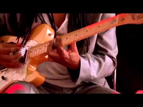 Nile Rodgers plays a clip from daft punks Lose yourself to dance