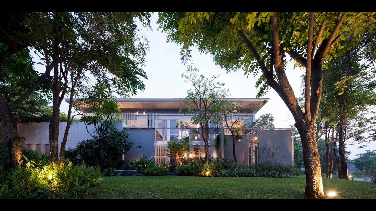 Prime nature residence natural modern house plan on difficult site at 3 busy street A sprawling modern home in bangkok