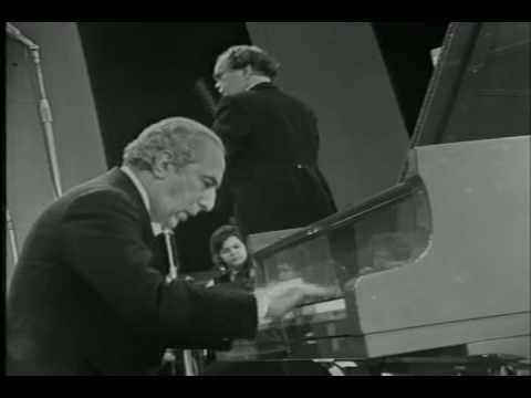 Yakov Flier plays Beethoven Piano Concerto no. 3 (Part 1/4).