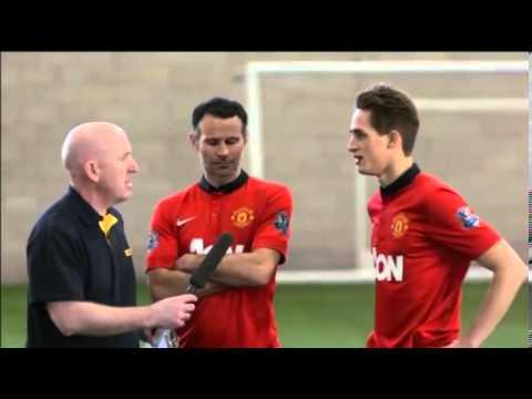 Ryan Giggs and Adnan Januzaj freestyle in Manchester United skills