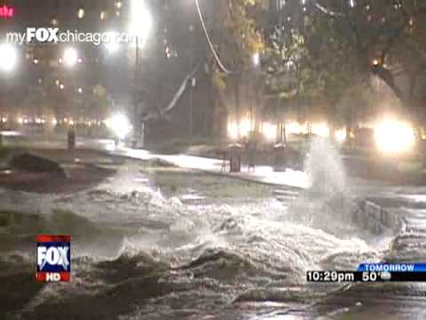 Massive Waves From Lake Michigan Flood Parts Of Chicago!